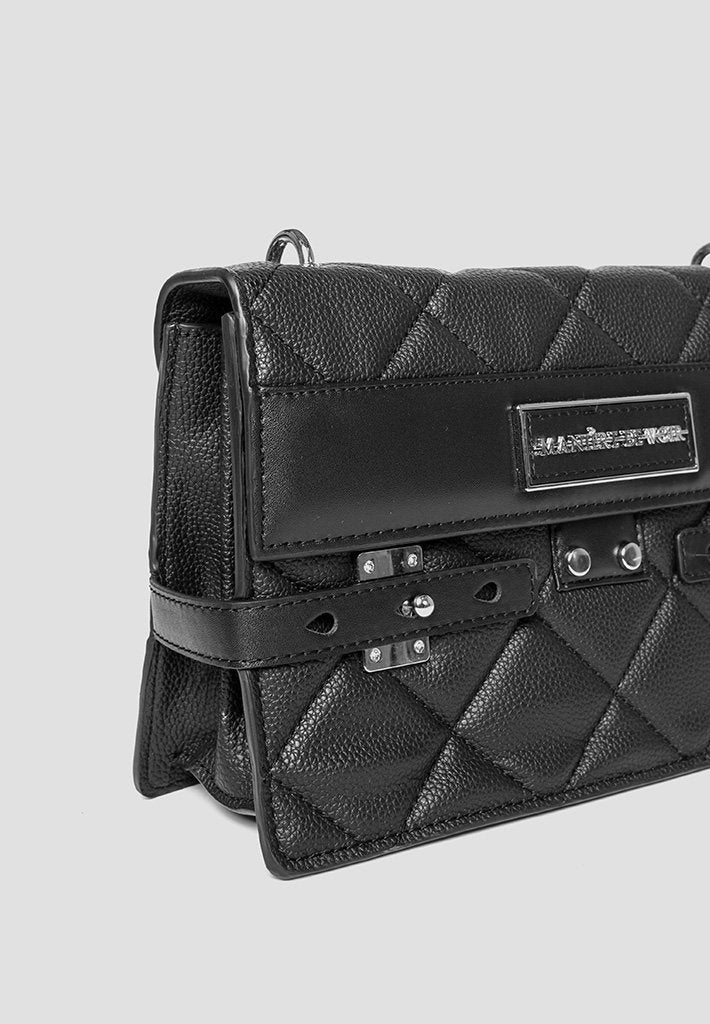 rope-chain-quilted-bag-black