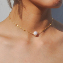 Load image into Gallery viewer, Gold- freshwater pearl choker