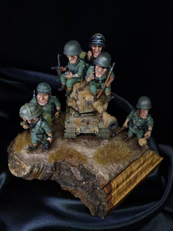 completed diorama tiger tank and german soldiers 4
