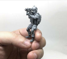 Load image into Gallery viewer, 1:35 USMC Marine Corps Soldier with M4 Gun Tactical Resin Scale Figure TLP-04 - Yufan Models Store