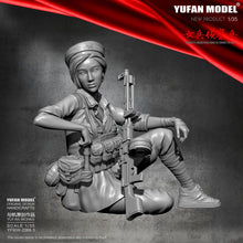 Load image into Gallery viewer, 1/35  Resin Figure Kits Yufan Model Female scout Model Self-assembled YFWW-2066-3