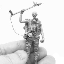 Load image into Gallery viewer, 1:35 Zombie Apocalypse Hunter Resin Scale Figure A18-03 - Yufan Models Store