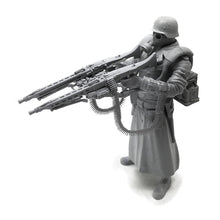 Load image into Gallery viewer, 1:18 WWII Prussian God German Soldier with Dual MG 42 Machine Gun Resin Scale Figure YFWW-1815 - Yufan Models Store