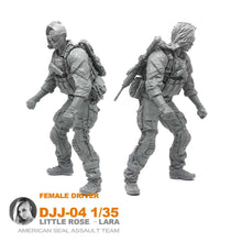 Load image into Gallery viewer, 1:35 US Army Female ATV Driver Soldier with M4 Resin Scale Figure DJJ-04 - Yufan Models Store