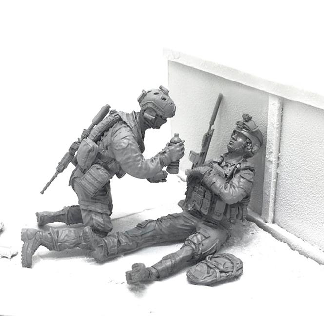1:35 US Marines Soldier renders first aid to the wounded friend Set 2 Resin Scale Figurines BEE-15 - Yufan Models Store