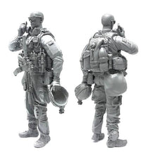 Load image into Gallery viewer, 1:35 US Marines Soldier Talk on a Cellphone Resin Scale Figure BEE-11 - Yufan Models Store