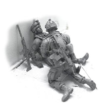 Load image into Gallery viewer, 1:35 US Marines Soldier renders first aid to the wounded friend Set 2 Resin Scale Figurines BEE-15 - Yufan Models Store
