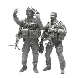 1:35 US Special Forces Soldiers Take a Selfie Set 2 Resin Scale Figurines BEE-08 - Yufan Models Store