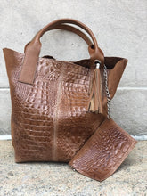 Load image into Gallery viewer, Sacca Alligator Embossed Tote