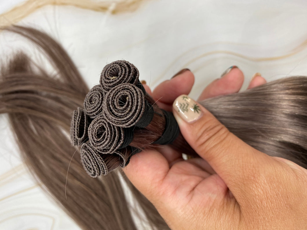 22 INCH 100 GRAMS ASHY BROWN 8.1 STRAIGHT