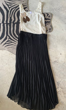 Load image into Gallery viewer, Pleated midi skirt in black