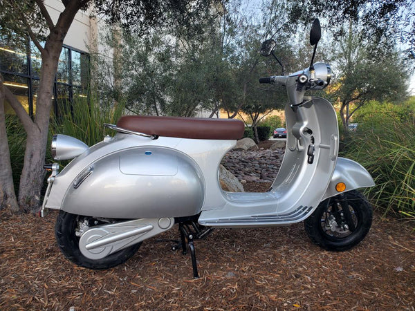 NEW 3000W Double Battery 40AH Electric Vespa Italian Design Scooter Moped 72V