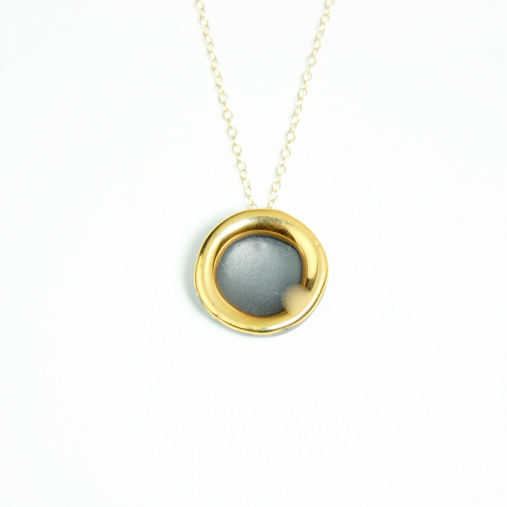 Gold circle necklace Black
