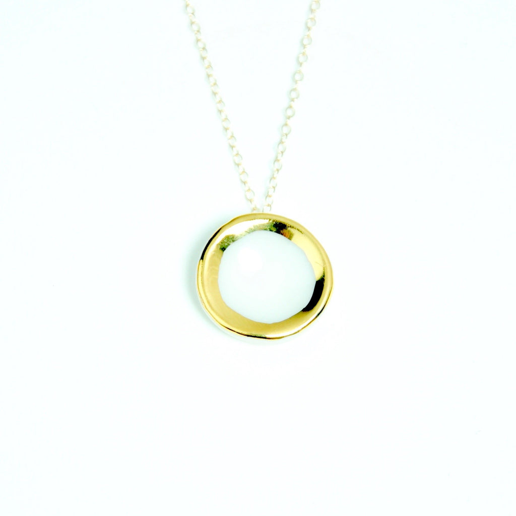 Gold circle necklace White