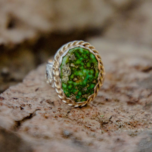 Size 8.5 Sonoran Gold Turquoise Accent Ring