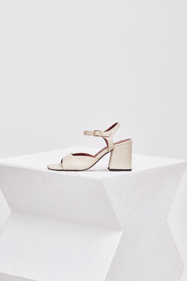 CAPRI - Off-White Leather Sandals