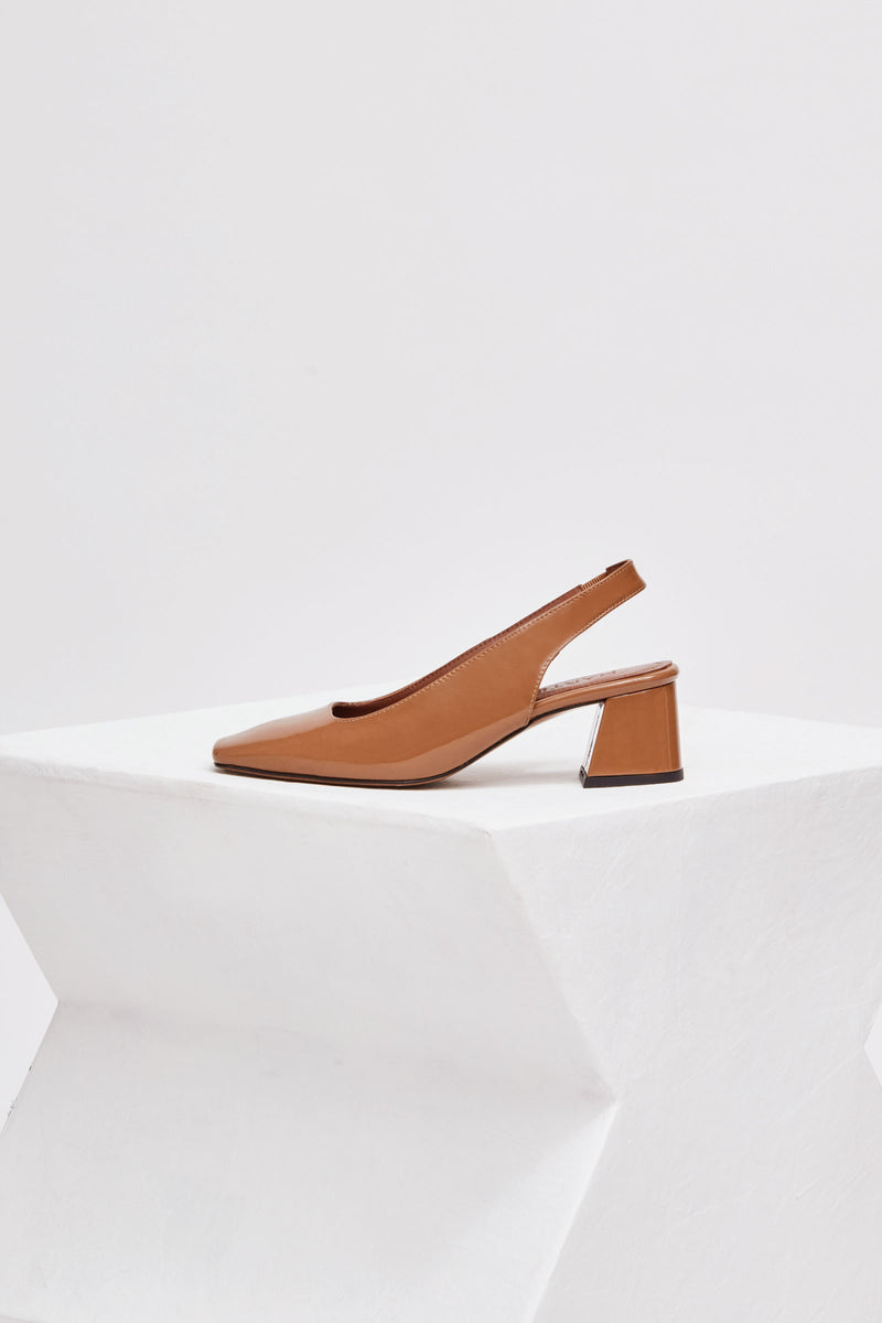 CUENCA - Camel Patent Leather Pumps