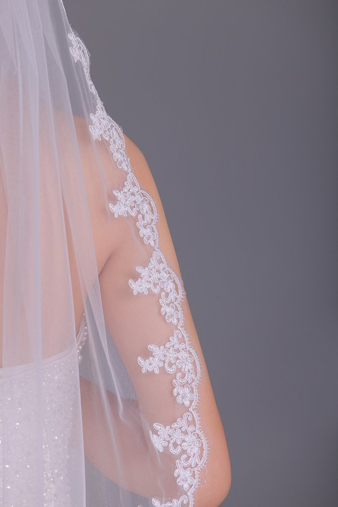 One-Tier Finger-Tip Length Bridal Veils With Applique