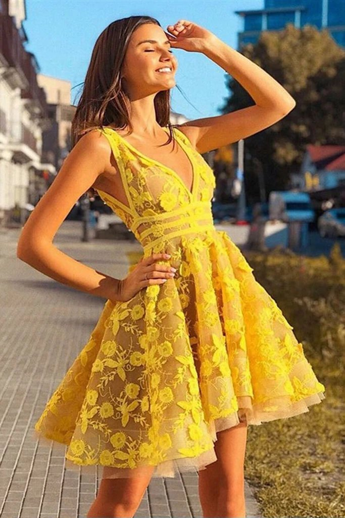 Vintage Yellow Lace Appliques V Neck Short Party Dress Above Knee Homecoming Dress