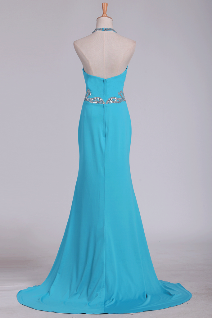 2019 Spandex Sheath Prom Dresses Halter With Beading Sweep