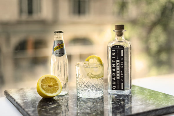 Quarantini Social Dry Gin und Schweppes Tonic Water