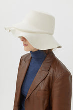 Load image into Gallery viewer, MARZIA WHITE WOOL HAT