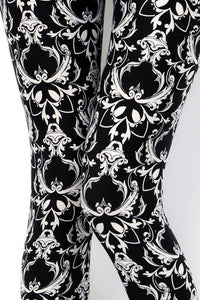 regular size damask pattern in black leggings