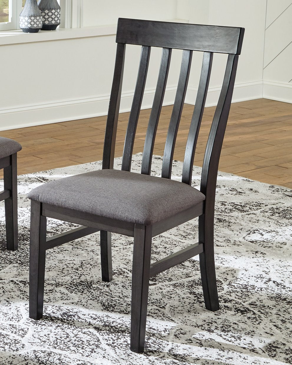 Luvoni Benchcraft Dining Chair