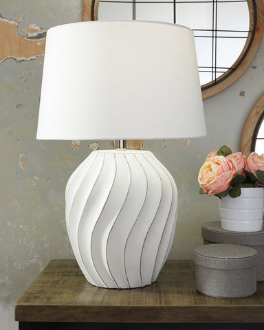 Hidago Signature Design by Ashley Table Lamp