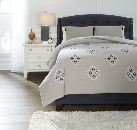 Jawanza Signature Design by Ashley Comforter Set Queen