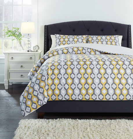 Mato Signature Design by Ashley Comforter Set King