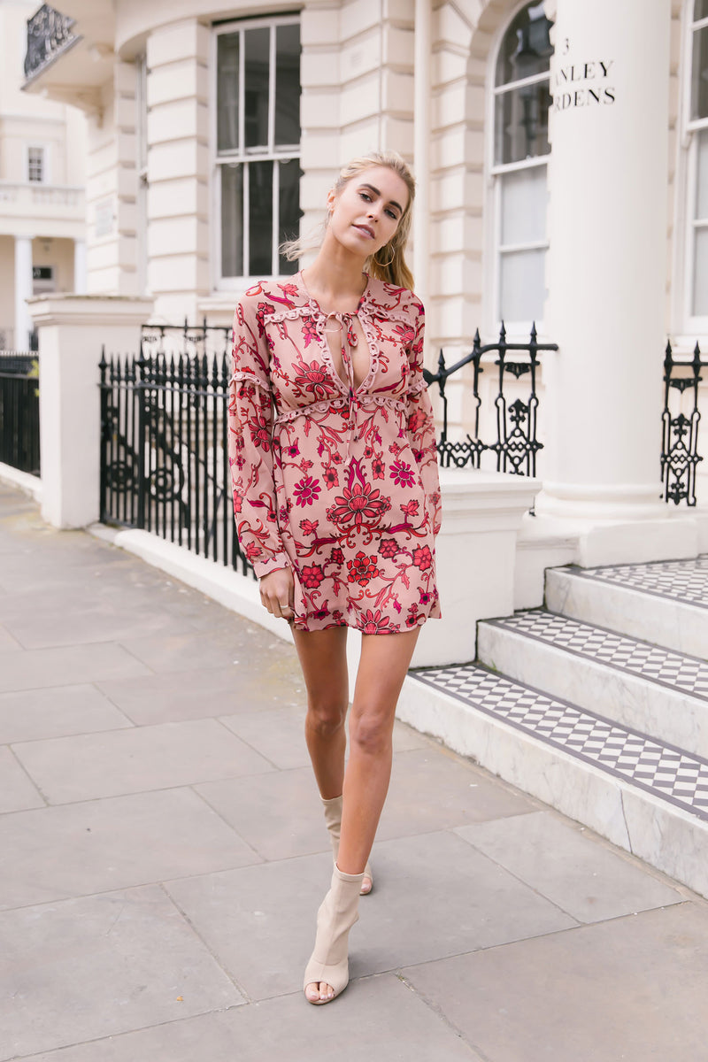 Styled in London Website, Styled in London Clothes, Styled in London Dress, Lace Dress, Plunge Neck Floral Skater Dress, Collar Collared Dress, Floral Tunic, Ta...