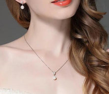 Load image into Gallery viewer, Drop pearl necklace with Zircons on woman