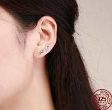 Load image into Gallery viewer, Paw trail earrings in silver on woman
