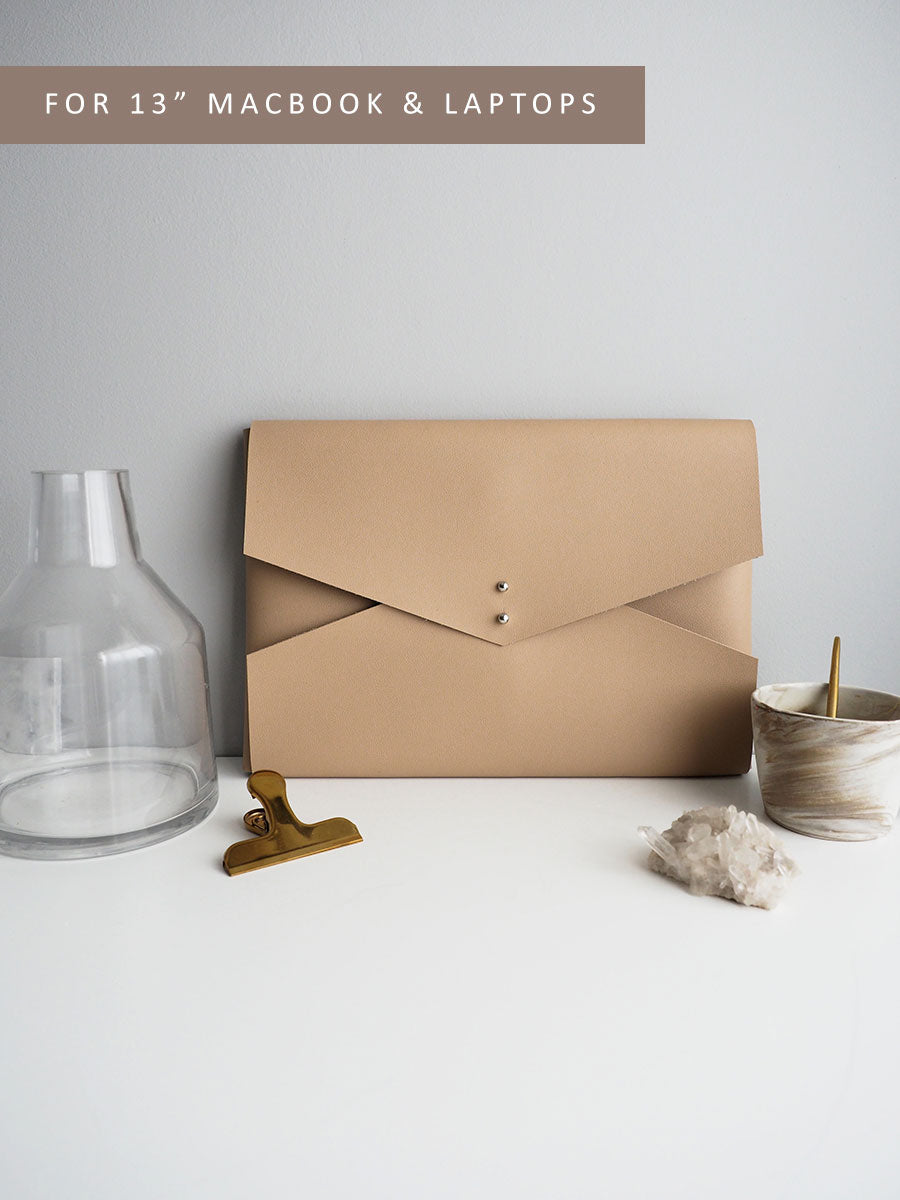 Wanderer Clutch for MacBook (Nude)