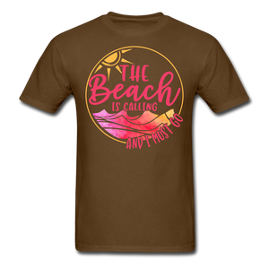"""The beach is calling and I must go"" Men's Tee Fruit of the Loom - brown"