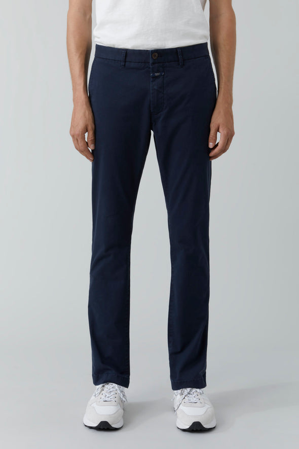 Closed Clifton Slim in Navy