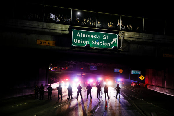 Trump Protesters clash with Police on the 101 Freeway (Marcus Yam LA Times via Getty Images)