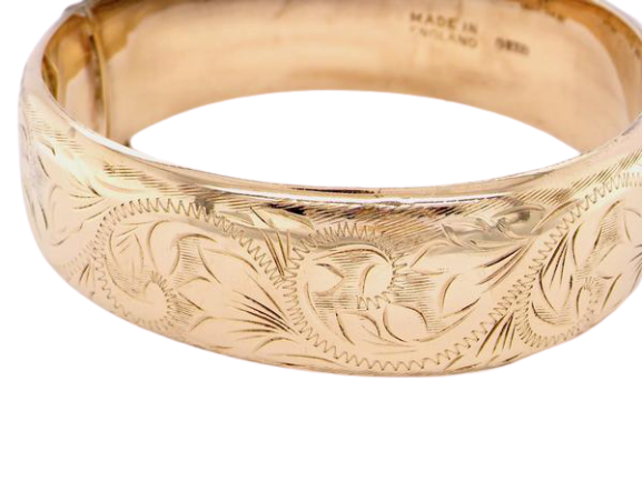 A traditional British made 9 carat gold bangle