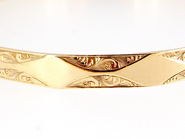 A FINE 9 CARAT GOLD 'SLAVE' STYLE BANGLE