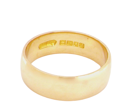 A man's 18 carat gold plain wedding ring