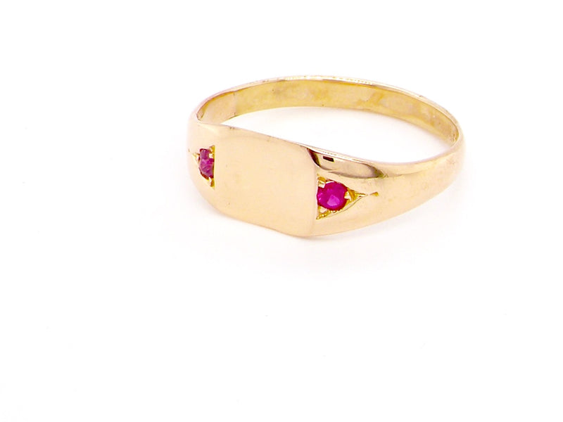 A vintage ruby 15 carat gold signet ring
