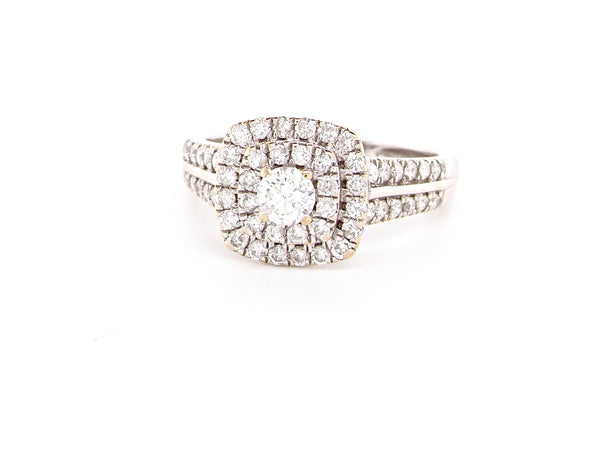 A diamond halo cluster ring
