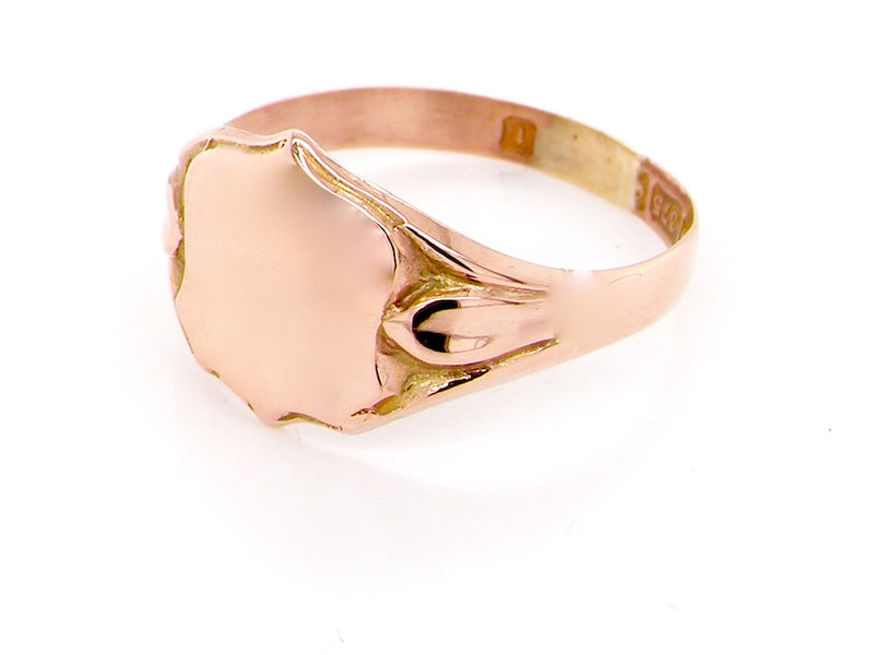 A shield shape 9 carat gold signet ring