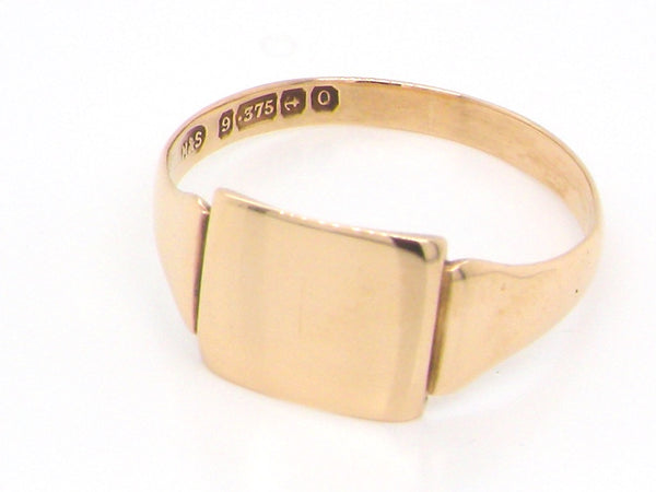A plain 9 carat gold signet ring