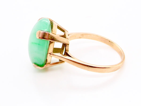 A 9 carat gold jade dress ring