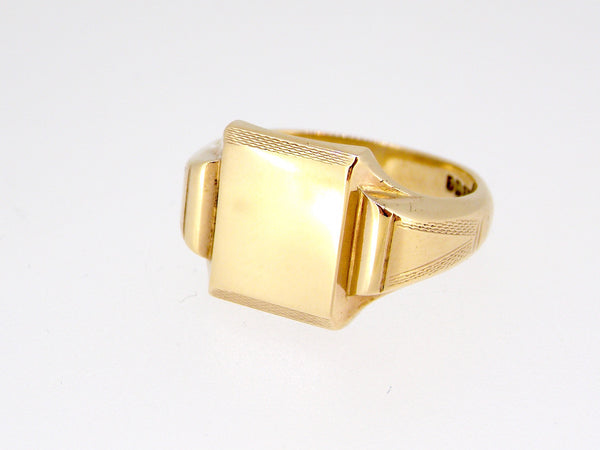 A man's nine carat gold signet ring