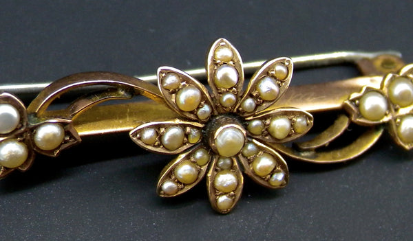 A 9 carat gold seed pearl brooch