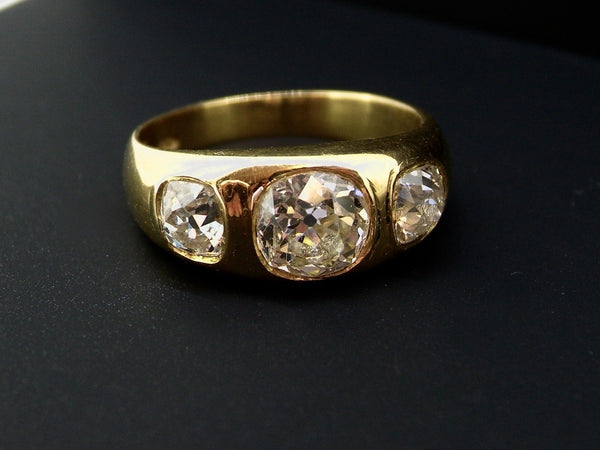A fine vintage three stone diamond ring-REDUCED