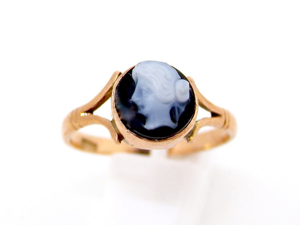 A vintage cameo dress ring
